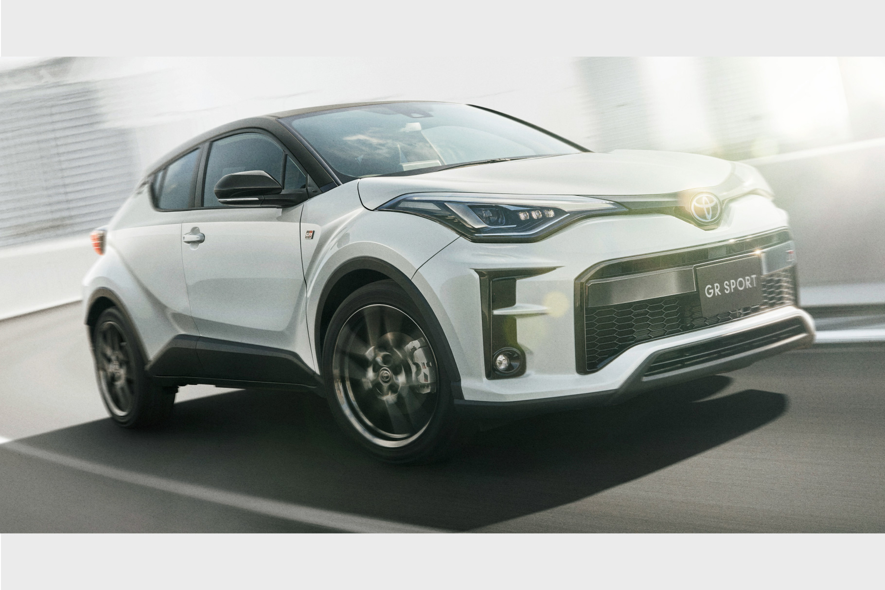 c-hr_top_img08
